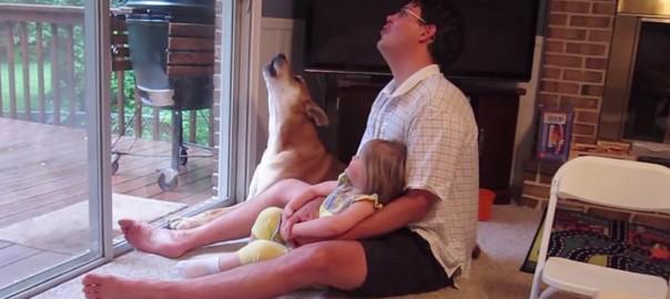 父「ワオーン」娘「ワオーン」犬「ワオーン」遠吠えをワンコに教える父娘