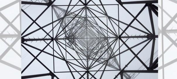 これは美しい!鉄塔を下から捉えた写真が神秘的だと話題に(画像4枚)