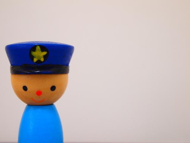 警察の人形