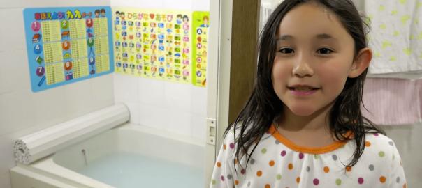 改めてスゴい!「日本のお風呂が一番な12の理由」を女の子が英語で紹介!