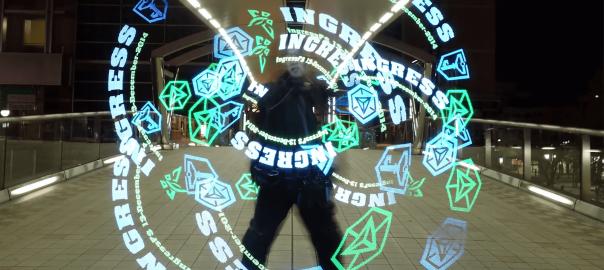 近未来はすぐそこに!空間に文字や画像を映し出すアイテムが超カッコイイ