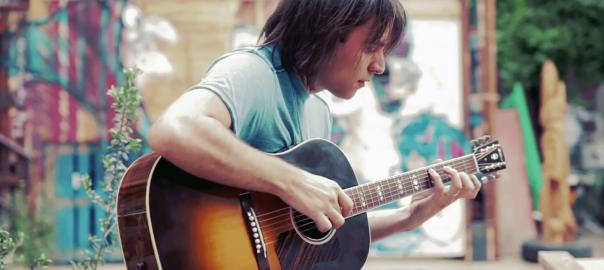 超絶テクに鳥肌!ギター1本でマイケルジャクソンの名曲を奏でるギタリスト
