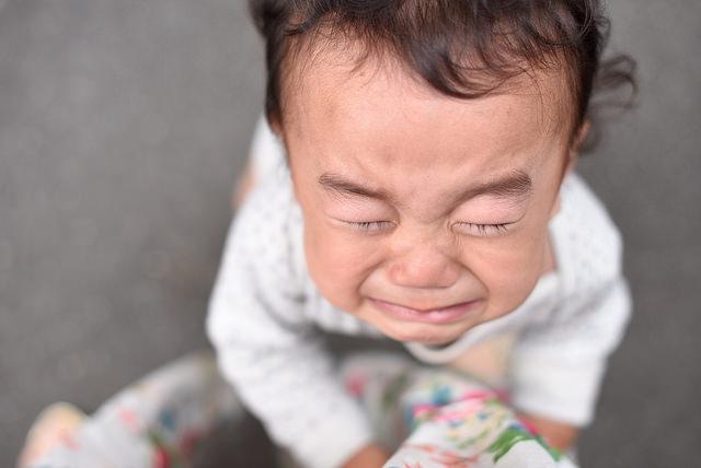 泣きじゃくる子供