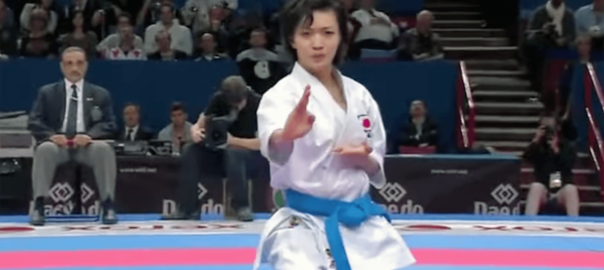 迫力に鳥肌!空手選手権で世界一になった日本人女性の演舞がカッコよすぎる