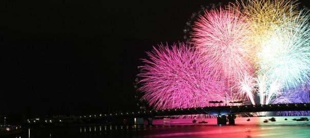 その数1万発!西日本最大級の花火大会、島根県「水郷祭」に圧倒される