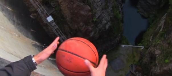 【実験】高所からバックスピンをかけたボールを落としてみた