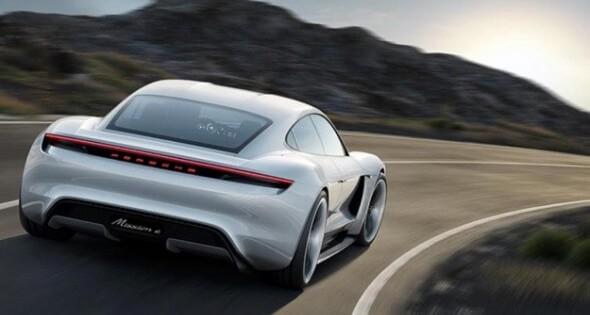 ポルシェ初の電気自動車はスマホより早く充電できることが判明!