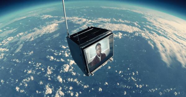 【CG一切ナシ】宇宙にテレビを打ち上げて撮影されたPVが美しすぎる!
