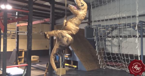 SASUKEを猛特訓する恐竜が一生懸命すぎて応援したくなる