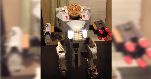 【両生類いきまーす!】カエルが操縦するロボットがあまりにもシュールすぎる