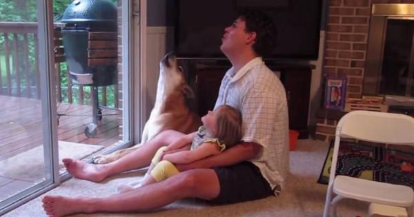 仲良し家族!遠吠えの練習をするワンコと親子の姿にほっこり