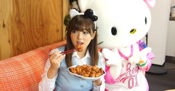食べてる時も超可愛い♡ OL姿の篠崎愛がモグモグしながら、癒しの秘密を語ってくれた