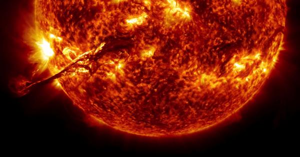 【肉眼で見たら危ないから動画で見よう】NASAが公開した太陽の動画がカラフルで美しい!