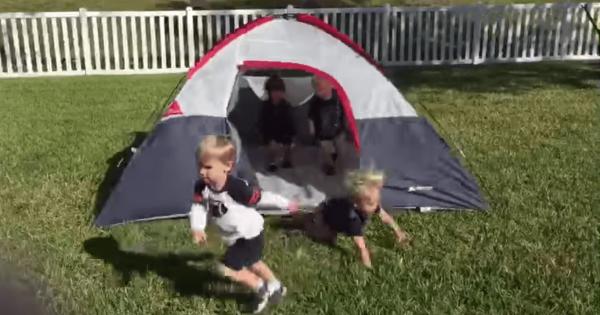 【可愛すぎてニヤける】テントに足を引っかけて次々に転んでいく息ピッタリな子供たち