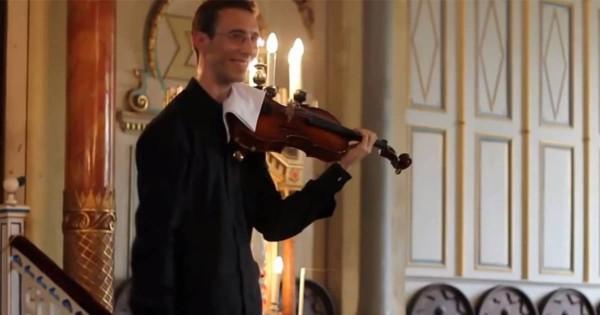これぞ紳士の対応!演奏中に鳴った着信音にお返しするヴィオラ奏者が素敵すぎる