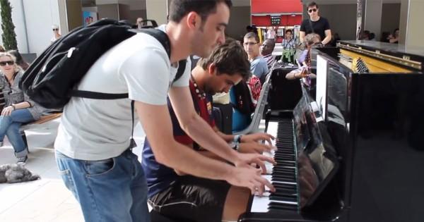 思わず聞き入る!駅でいきなり始まったピアノの即興コラボに拍手喝采