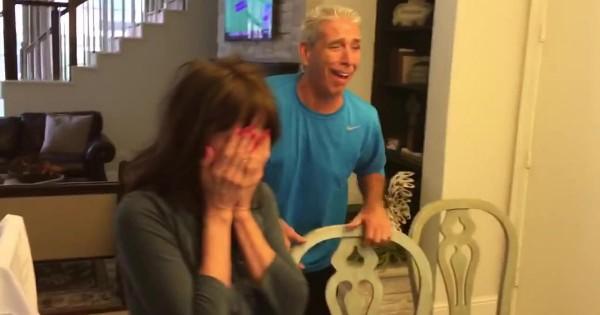 両親に『読唇術のクイズ』で妊娠を報告を思いついた二人。お父さんの反応が面白い!!