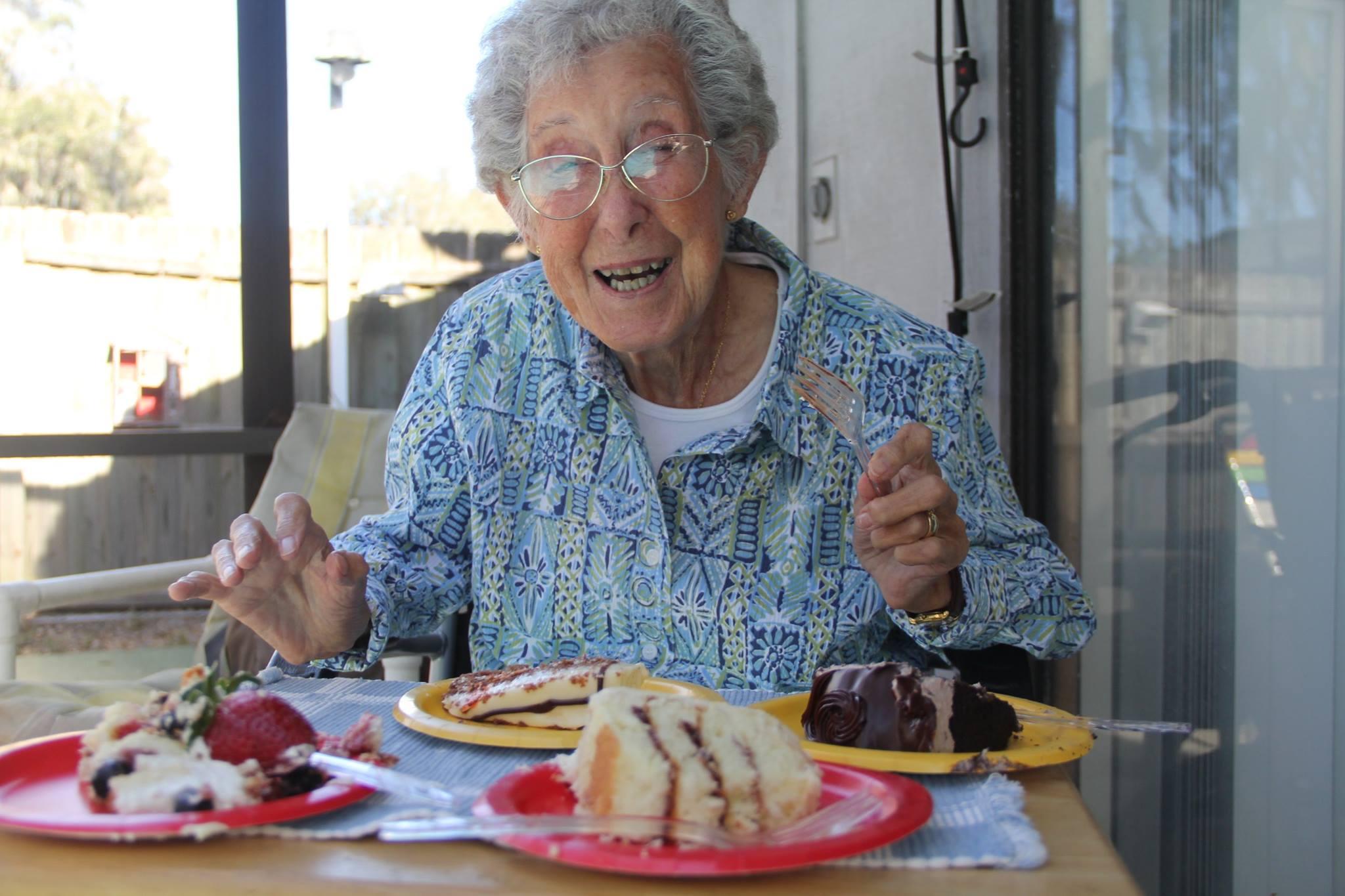 長寿高齢化社会となり、90歳の方も珍しくはなくなりました。とはいえ、90歳までの年月を生きてこられた方ですから、プレゼントをお贈りしてお祝いしてあげたいものですね。プレゼントにどういったものを贈ったらよいか、お勧めをご紹介します。のサムネイル画像