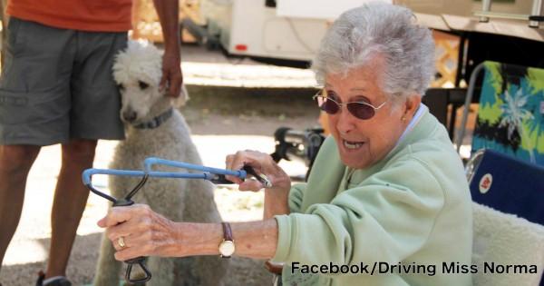 人生楽しくなきゃ損!ガンを宣告された90歳のおばあちゃんの決断が最高にイケてる