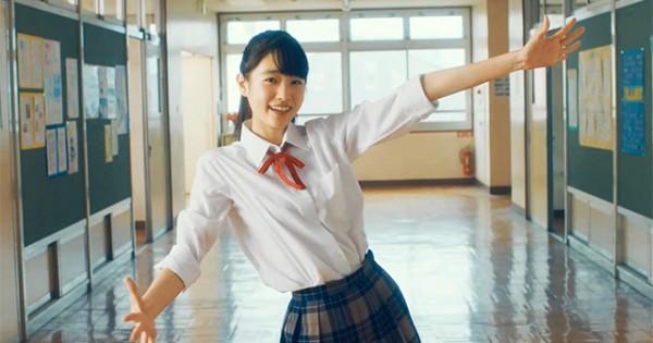 この可愛い子は誰!? 人気急上昇中の国民的美少女のダンスに胸がキュン♡