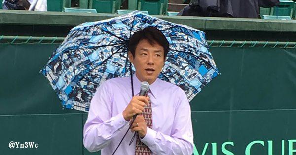 神対応!松岡修造、雨で試合開始の遅れるテニス会場で75分間のトークショー開催