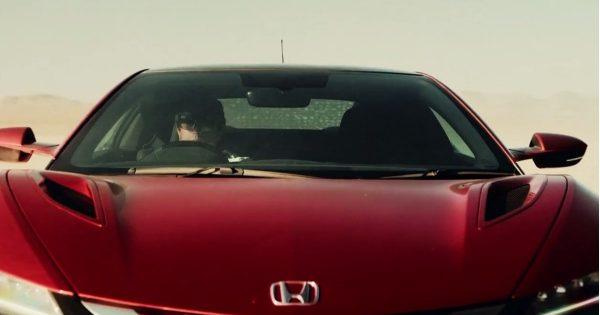 アドレナリン全開!NSXが描くナスカの地上絵に興奮が止まらない