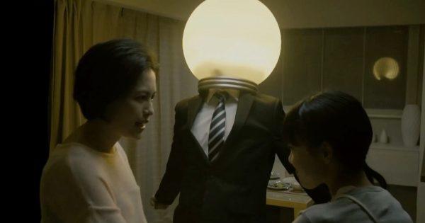 【シュールの極み】家族を明るくする「電球お父さん」がジワジワ来る