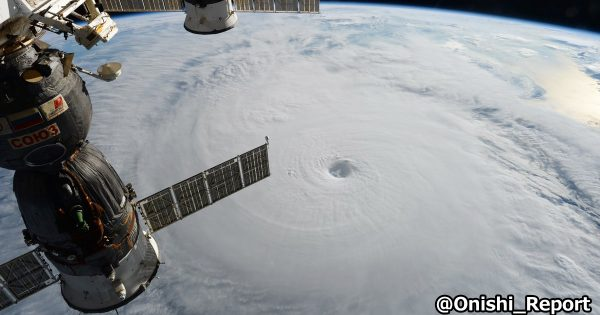 これが自然の神秘!日本の宇宙飛行士から届いた「台風の写真」が壮大すぎて鳥肌