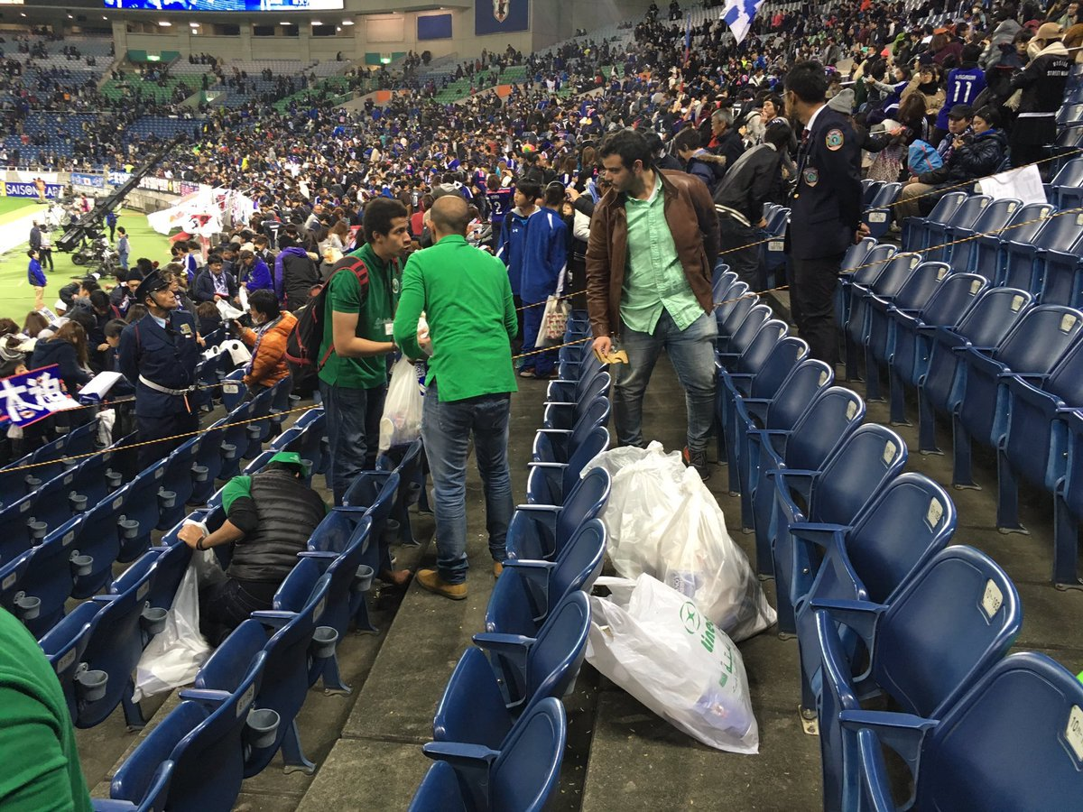 日本のマナーが世界に!日本代表に敗れるも、ゴミ拾いをしたサウジサポーターに拍手