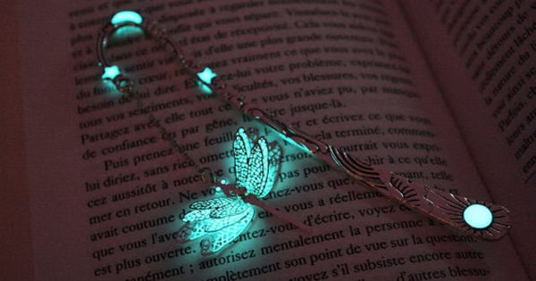 読書好き必見!「暗闇で光るしおり」が魔法みたいでドキドキする