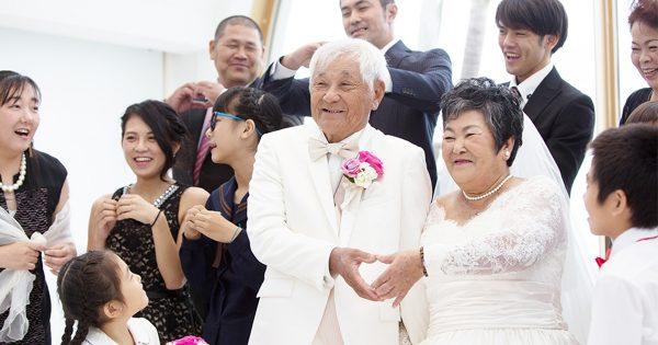 こんなウエディング素敵すぎる!76歳の夫婦が挙げた結婚式が最高に幸せそう