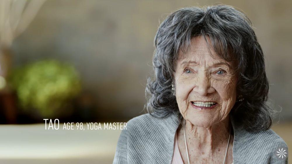こんなおばあちゃんになりたい!御年98歳の現役のヨガインストラクターが超若々しい