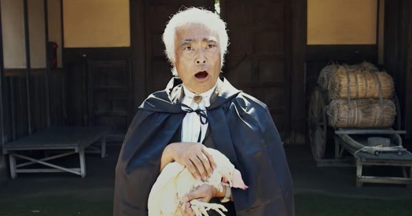 PPAPを超える海外人気?! 日本人ヨーデル歌手の「チキン・アタック」が中毒性高すぎ