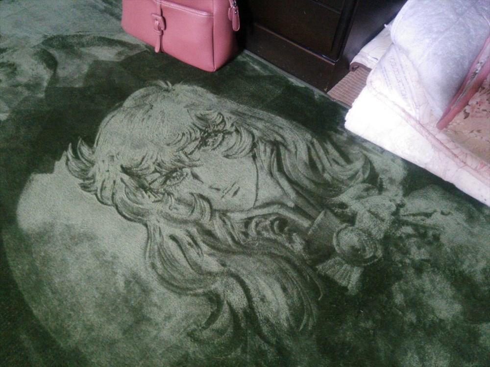 死ぬほど暇な時にやってみたい! 絨毯の毛並みを逆立てて描く、絨毯アート職人の妙技