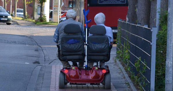 いつまでもこういう夫婦でありたい。愛に年月は関係ないと思える光景15選