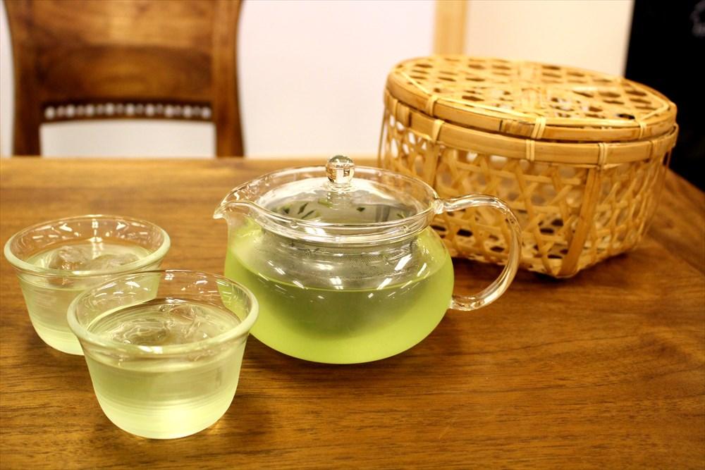 コンビニで売ってるお茶はどれも同じ? 利きお~いお茶で検証