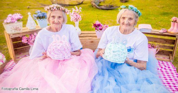 こんな100歳憧れるわ!双子のおばあちゃんが仲良しさMAXで可愛い