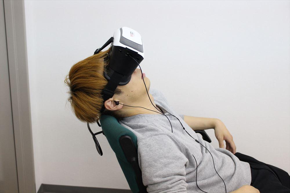 「寝ているときに足がビクッとなる現象を人為的に発生させる装置」を作る