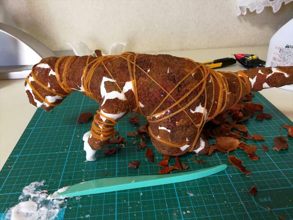 ライチの皮でドラゴンを作ったら、全身カサブタのトカゲが召喚された