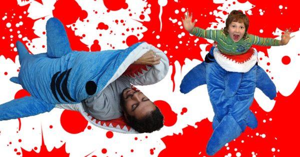 サメに食われるーー!!あの映画の名シーンを再現できちゃう夢のような寝袋が登場!