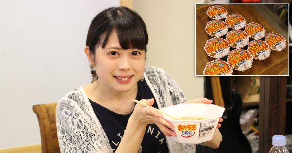 【4すすりで1杯!】カップ麺10杯完食にクレイジーの大食いキャラこーんが挑戦!