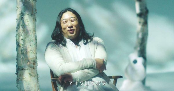今度はカリスマアーティスト!秋山ワールド全開の「主婦応援ソングMV」にニヤニヤが止まらない