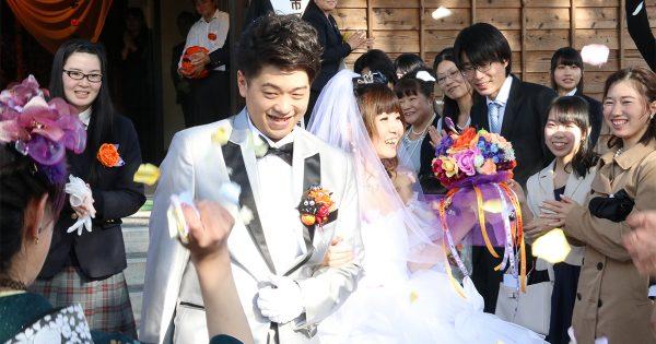 市民を挙げて夫婦をお祝い!「鉄道のないまち」がつくる世界に一つだけのウェディング