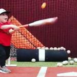 1歳10ヶ月のスーパーキッズ現る!ちっちゃな少年の「神スイング」が野球選手顔負け