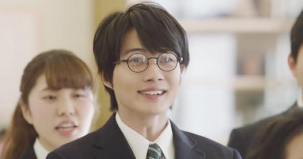 神木隆之介がau新CMに出演!「意識が高すぎる男子高生」を演じるも表情に吹き出す