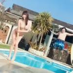 【影の立役者】グラビアに美しい水しぶきを加える職人の動画が話題!