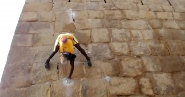 巨大な壁を一瞬で登るフリークライマー!身体を180度回転させるスゴ技に鳥肌!