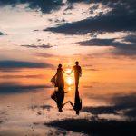 「奇跡の絶景」でプロポーズ!ウユニ塩湖で撮影されたウェディングフォトが美しすぎる