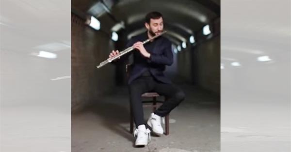 【才能の塊】フルートを吹きながらボイスパーカッション!超絶演奏に聴き惚れる