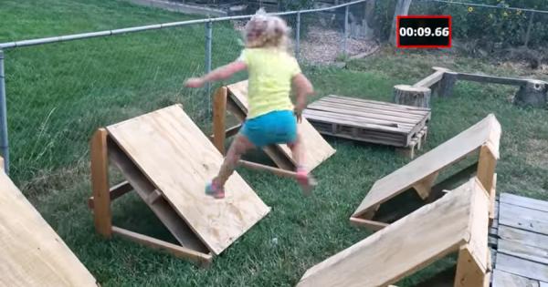 ほほえましい!5歳の女の子がお父さんの作ったSASUKEを完全制覇